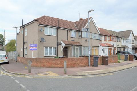 1 bedroom flat - Beam Avenue, Dagenham