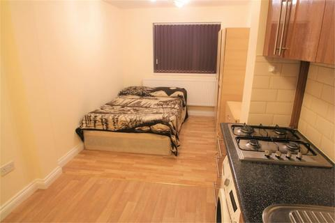 Studio to rent - Charles Crescent, Harrow, Middlesex