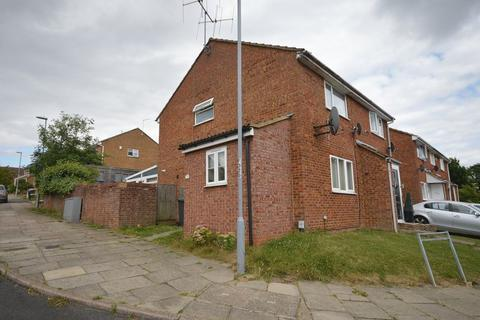 2 bedroom end of terrace house for sale - Brussels Way, Luton