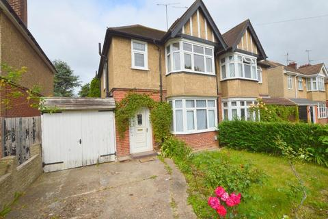 3 bedroom semi-detached house for sale - Wychwood Avenue, Old Bedford Road Area, Luton, Bedfordshire, LU2 7HT