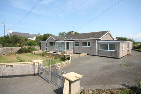 3 bedroom detached bungalow for sale - Ty Croes, Anglesey