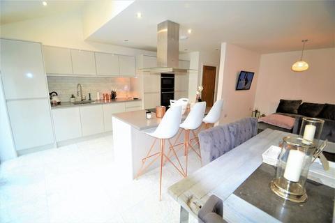 4 bedroom semi-detached house to rent - Cranleigh Drive, Sale