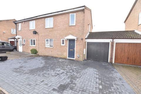 3 bedroom semi-detached house to rent - Linbridge Way, Luton