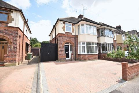 3 bedroom semi-detached house for sale - Wychwood Avenue, Luton