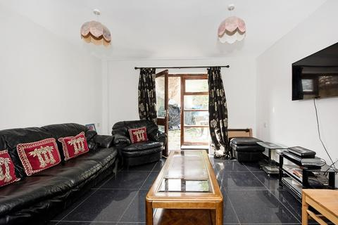 2 bedroom terraced house for sale - Watts Street, London, SE15