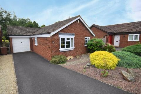 3 bedroom bungalow for sale - Manor Court, Cheltenham, Gloucestershire