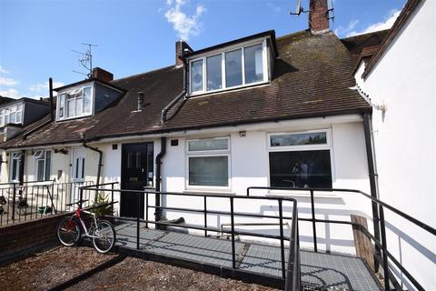1 bedroom flat for sale - High Street, Whitton, Twickenham