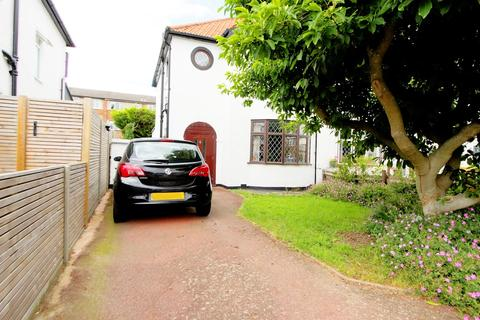 3 bedroom semi-detached house for sale - Bradford Close, Bromley, BR2
