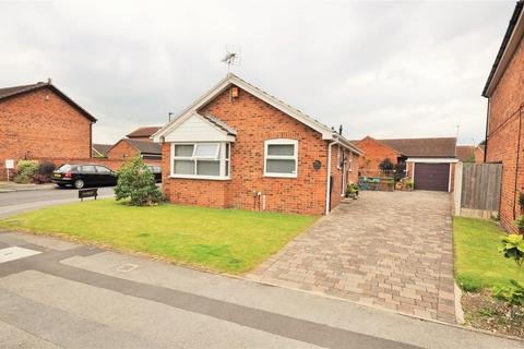 2 bedroom detached bungalow for sale - Angram Close, York, YO30 5ZN