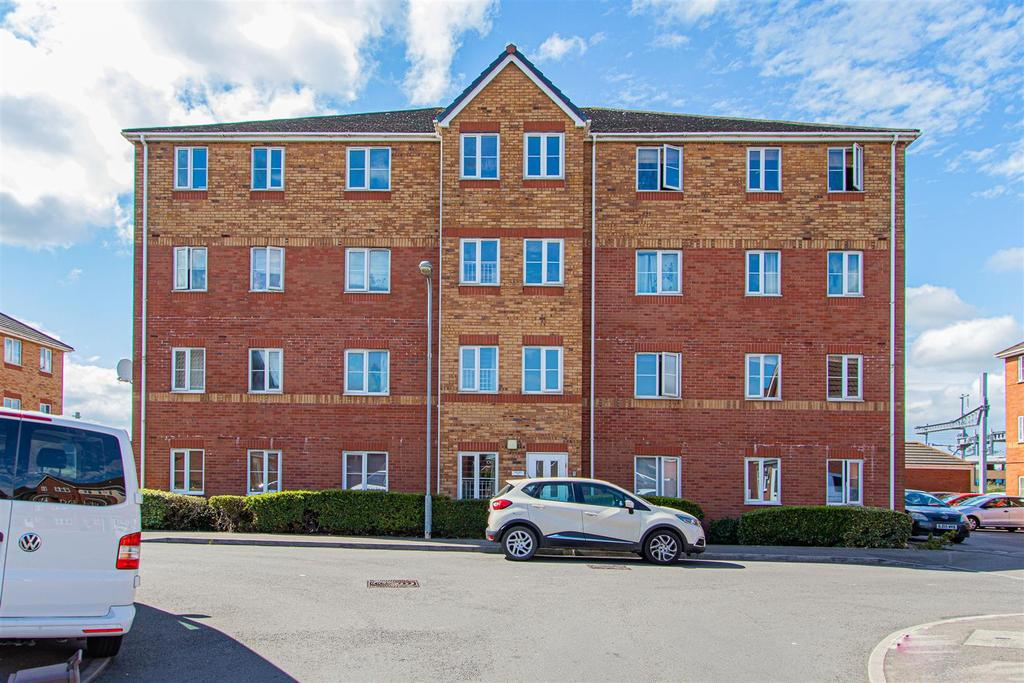 cwrt coles, cardiff 2 bed ground floor flat for sale - 120,000