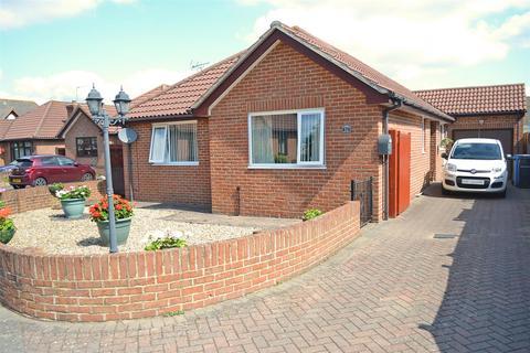 2 bedroom detached bungalow for sale - Jacqueline Road, Parkstone, Poole