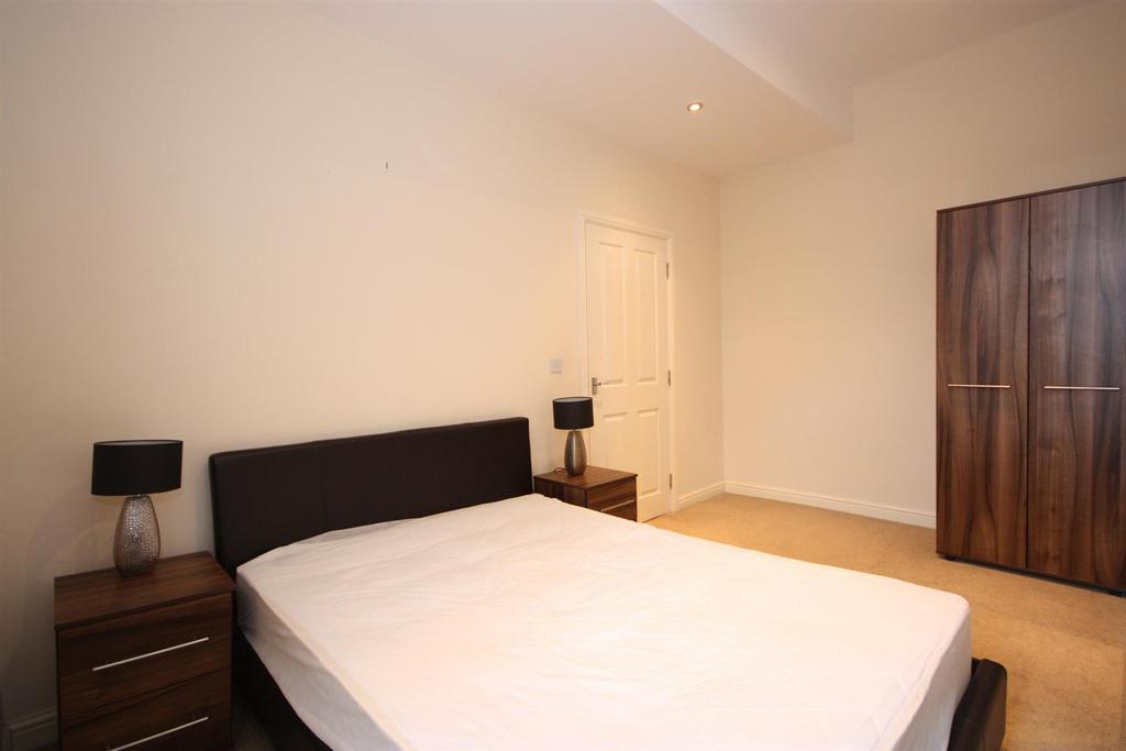 7 Summerfield House   Bed one pt2.JPG