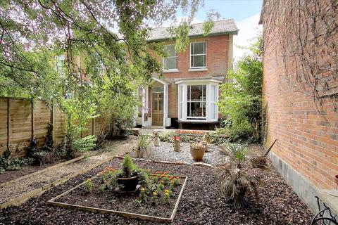 3 bedroom end of terrace house for sale - Riverside, Whitchurch
