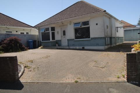 2 bedroom detached bungalow for sale - Heather View Road, Parkstone, Poole BH12