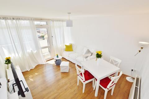 1 bedroom flat to rent - Comyns Close, London, E16