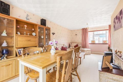3 bedroom terraced house for sale - Elmhurst,  Aylesbury,  Buckinghamshire,  HP20