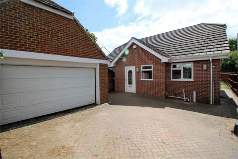 3 bedroom detached bungalow for sale - Victoria Road, Tilehurst, READING, Berkshire