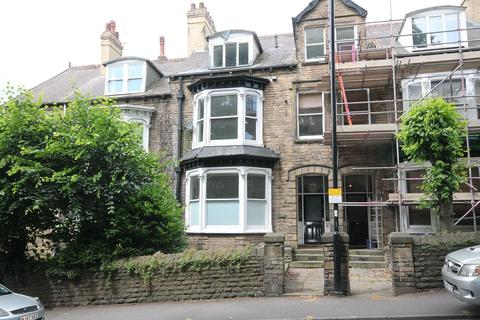Flat to rent - Flat 2A, 48 Brocco Bank, Sheffield S11 8RR