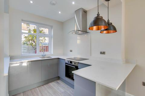 3 bedroom terraced house to rent - Shipman Road, London, E16