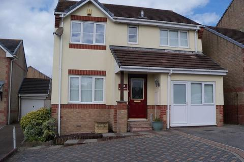 4 bedroom detached house to rent - Four/Five bedroomed detached house.  Large Lounge/Diner/Kitchen, Large Conservatory,  Study/Bedroom Five Downstairs...