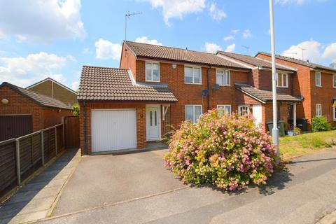 3 bedroom end of terrace house for sale - Farrow Close, Barton Hills, Luton, Bedfordshire, LU3 4EE