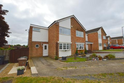 3 bedroom end of terrace house for sale - Bracklesham Gardens, Stopsley, Luton, Bedfordshire, LU2 8QL