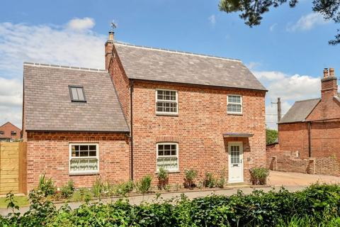 3 bedroom detached house for sale - Oakham Road, Tilton-On-The-Hill