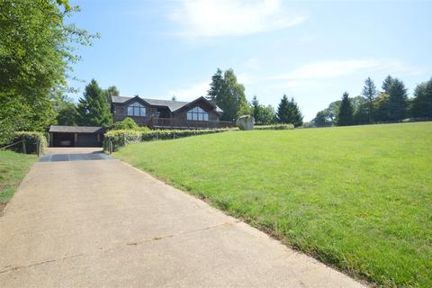 6 bedroom detached house for sale - How Lane, Chipstead