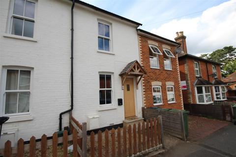 2 bedroom house for sale - High Path Road, Guildford