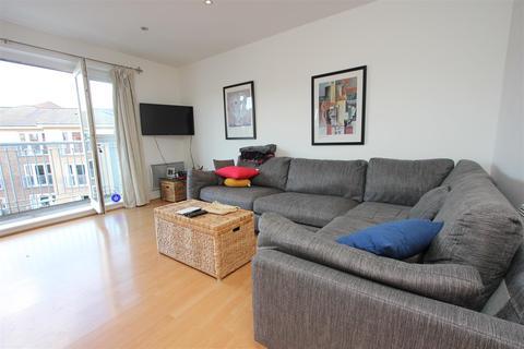 2 bedroom detached house to rent - Morton Close, LONDON