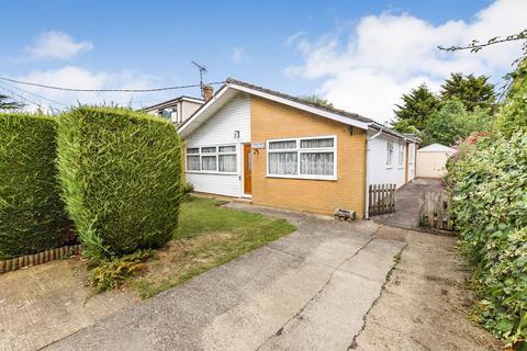 3 bedroom bungalow for sale - Brabant Road, North Fambridge,
