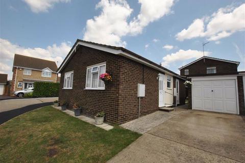 2 bedroom detached bungalow for sale - Princess Gardens, Rochford, Essex