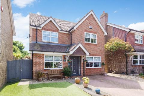 4 bedroom detached house for sale - Selwyn Drive, BROADSTAIRS