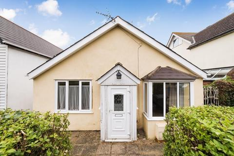 2 bedroom detached bungalow for sale - Grimthorpe Avenue, Whitstable