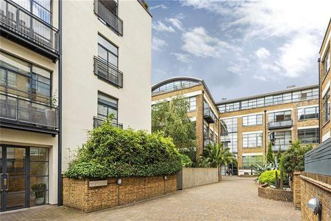 2 bedroom flat - Chiswick Green Studios, 1 Evershed Walk, London, W4