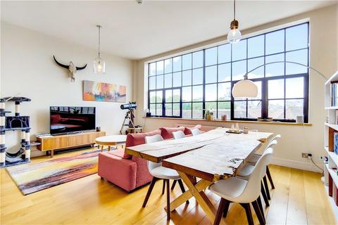 2 bedroom flat for sale - Chimney Court, 23 Brewhouse Lane, Wapping, London, E1W