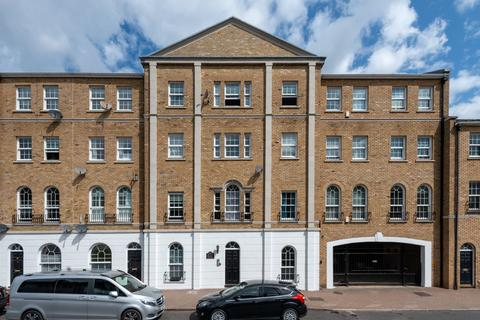 1 bedroom flat for sale - Helena Square, London, SE16