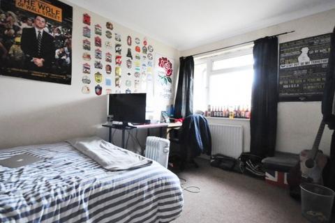 3 bedroom apartment to rent - Banks House, Rockingham Street, London, SE1