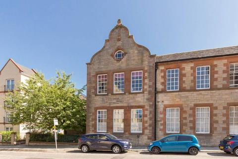 3 bedroom townhouse for sale - 7 Sinclair Place, Shandon, EH11 1AH