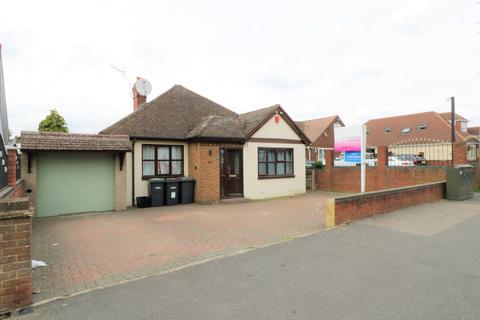 3 bedroom detached bungalow to rent - Birdsfoot Lane , Luton LU3