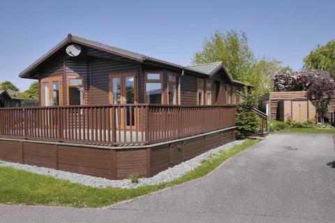 2 bedroom detached bungalow for sale - Low Road, Harwich