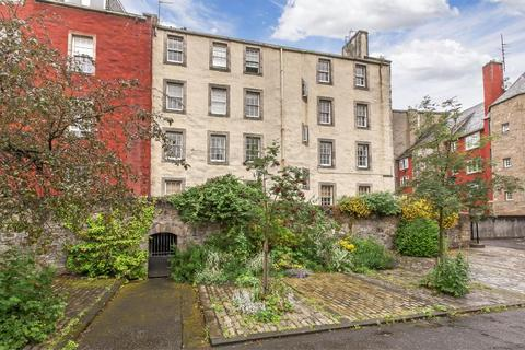 2 bedroom flat for sale - 1/2 Chessels Court, Old Town, EH8 8AD