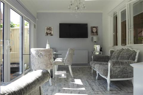 2 bedroom semi-detached bungalow for sale - Wenvoe Avenue, Bexleyheath, Kent