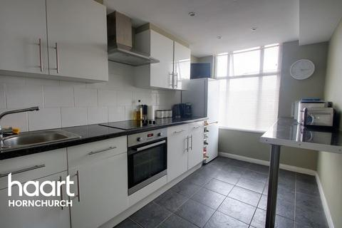 3 bedroom flat for sale - Hornchurch
