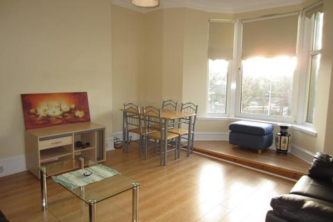 2 bedroom flat - Blenheim Place, First Floor Whole, AB25