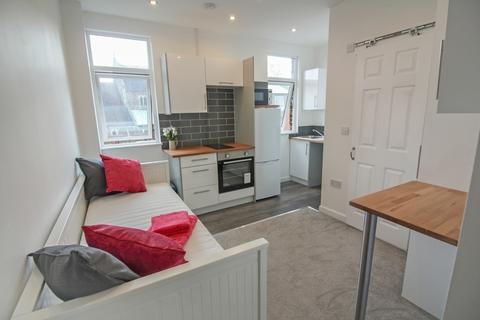Studio to rent - Flat 4, Coundon Road, Coventry, CV1 4AR