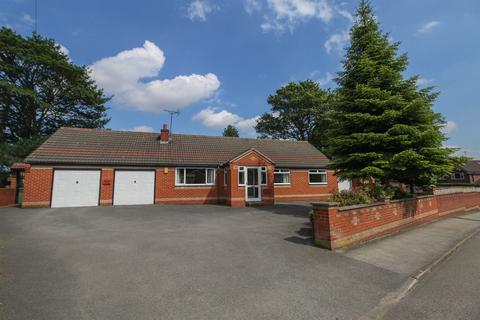 3 bedroom detached bungalow for sale - Flaxpiece Road, Clay Cross, Chesterfield