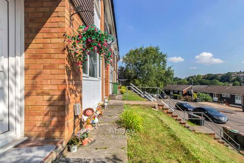 3 bedroom terraced house to rent - Devon Road - Close to Town - LU2 0RU
