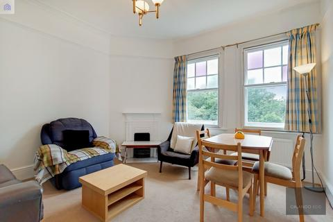 3 bedroom flat to rent - Riggindale Road, Tooting