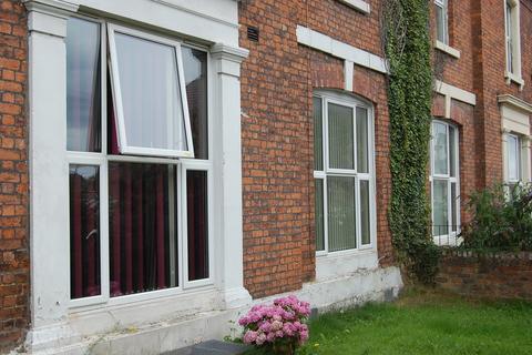 Studio to rent - Eaton Road